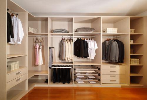 板材十大品牌富士龙提醒定制衣柜须考虑四要素
